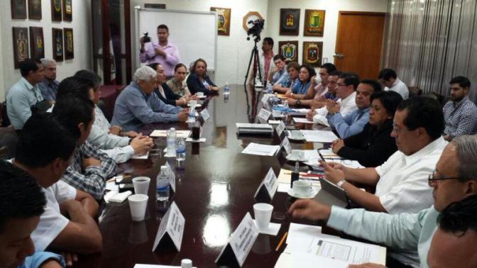Confronta a diputados priistas y al gobierno aplicación de nueva Ley del ISSET