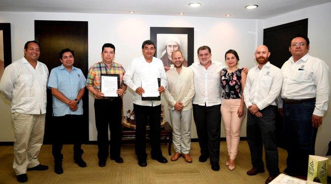 """La SCT reconoce a UJAT por """"México Conectado"""""""