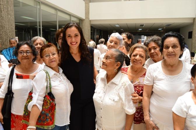 Con Danzoterapia, paz interior y calidad de vida a los abuelos: Ximena Martel