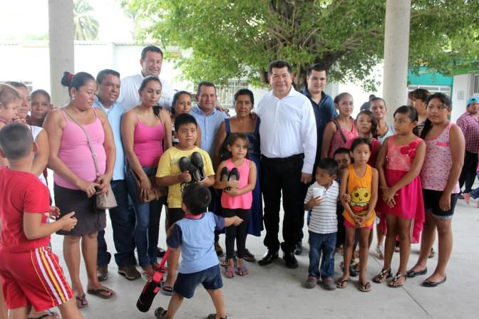 Consigue PRD zapatos baratos para niños y seguirá con  programa social de tortilla