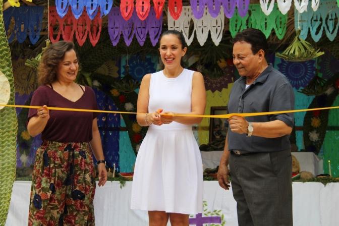 Inauguran altar del DIF-Centro en Plaza La Ceiba que recibirá a muertos en su día
