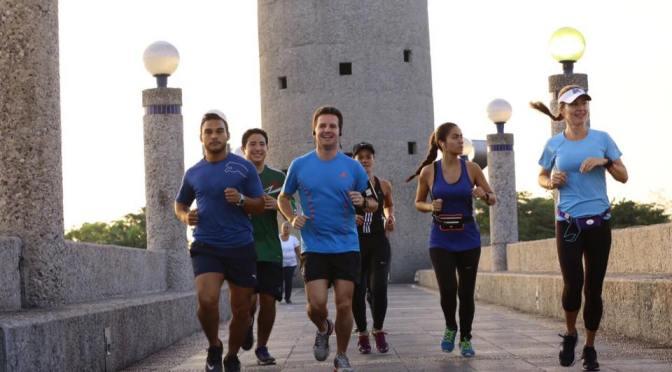 El alcalde Gerardo Gaudiano promueve también corriendo el deporte en Centro