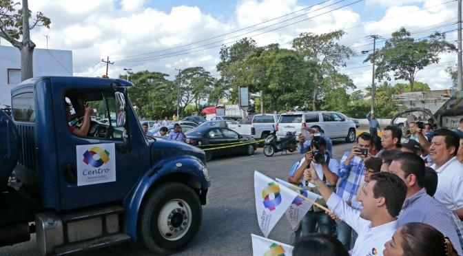 Banderazo a unidades Jet Patcher para dar mantenimiento a calles de Centro