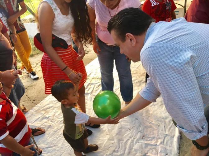 """Celebra el diputado César Rojas con niños y niñas """"El Día de Reyes"""""""
