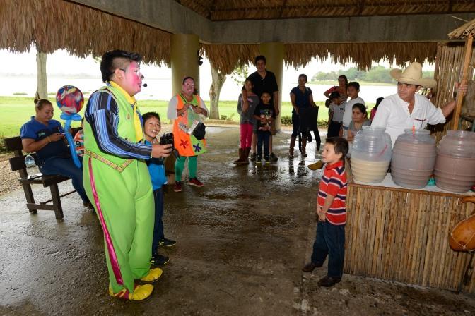 Dejan Los Reyes diversión en el Yunká para niños y niñas