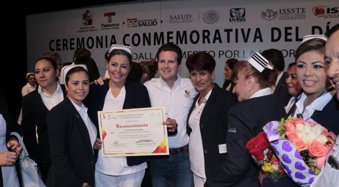 Reconoce Gaudiano a enfermeras y enfermeros de Centro y Tabasco