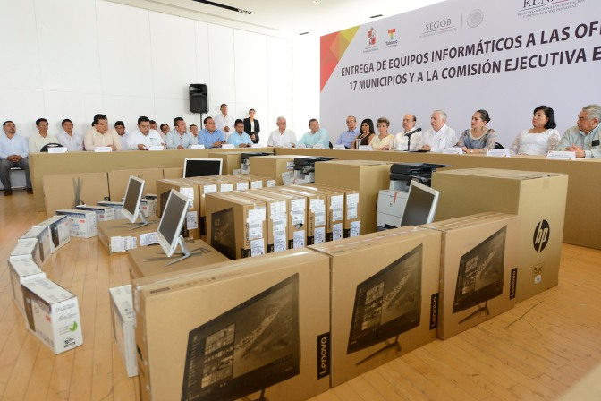 Equipa gobierno de Tabasco a registros civiles de municipios y dependencias