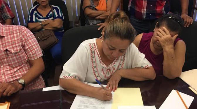 Acuerdan locatarios del Pino Suárez irse al mercado provisional en Casa Blanca