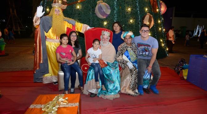"""Reyes Magos reciben cartas de niños en el Parque """"Dora María"""" de Tabasco"""