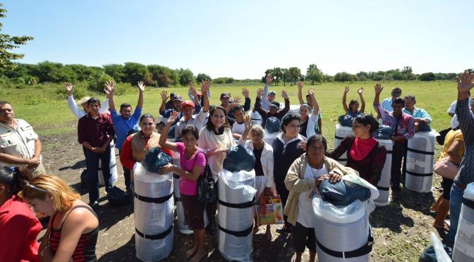 Lleva DIF ayuda social y juguetes a niños de El Tucuyal y San José de Jonuta