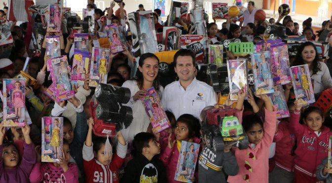 Lleva DIF-Centro Reyes a niños y niñas de escuela primaria de Fracc. Olmeca