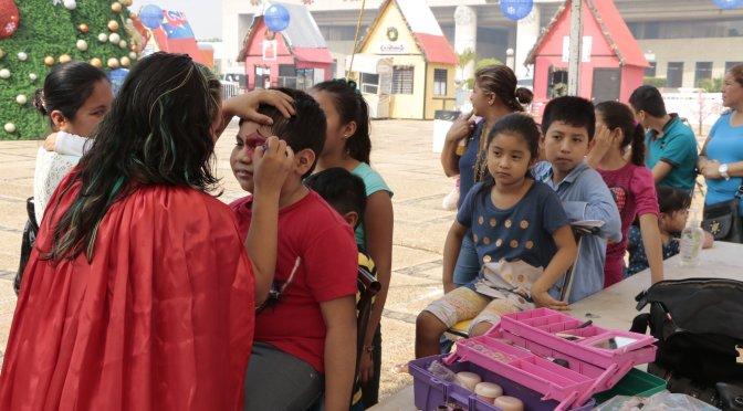 Niños de comunidades disfrutan de pista de hielo y atractivos de Centro Navideño
