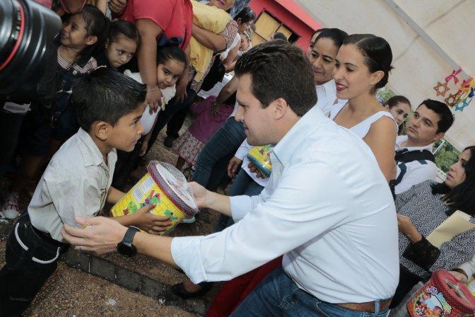 Los Reyes Mayos llegaron a Centro y  regalaron juguetes a cientos de niños