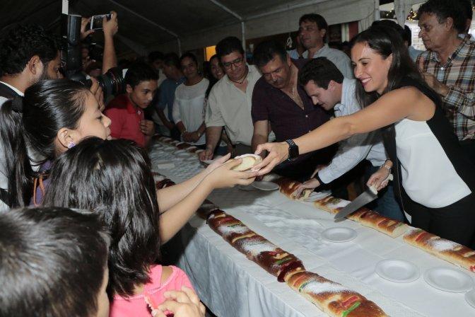 Comparte matrimonio Gaudiano-Martel enorme Rosca con familias de Centro