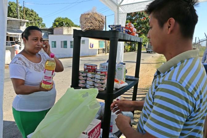 """Ayuda """"La Tiendita"""" a economía de familias de Centro: amas de casa"""