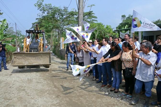 Familias de Anacleto Canabal 1ra tendrán calles y banquetas dignas