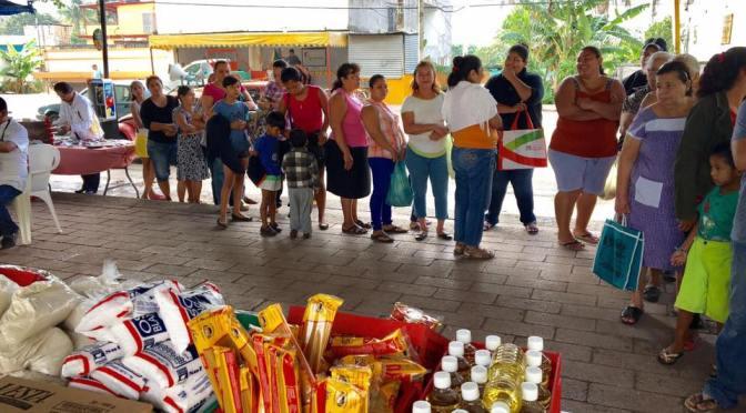 Con Caravana ayuda diputado César Rojas a familias de la Pino Suárez
