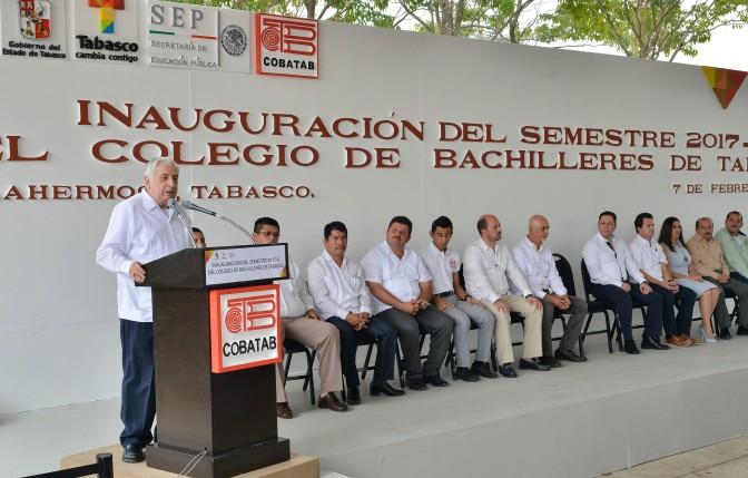Aconseja el gobernador a  bachilleres  cultivar conocimiento y espíritu crítico