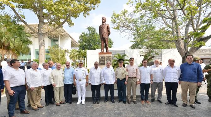 Con monumento rinden homenaje al exgobernador Francisco J. Mújica