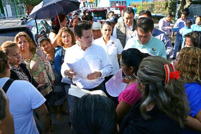 Atiende Gaudiano a familias de Gaviotas Sur