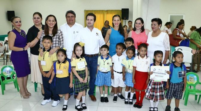 """Niños y niñas de Centro participan en 1er Foro Infantil """"conociendo mis derechos y deberes"""""""