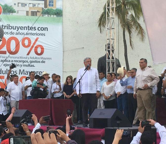 Consuman traición ante AMLO militantes del PRD, del PRI y PVEM