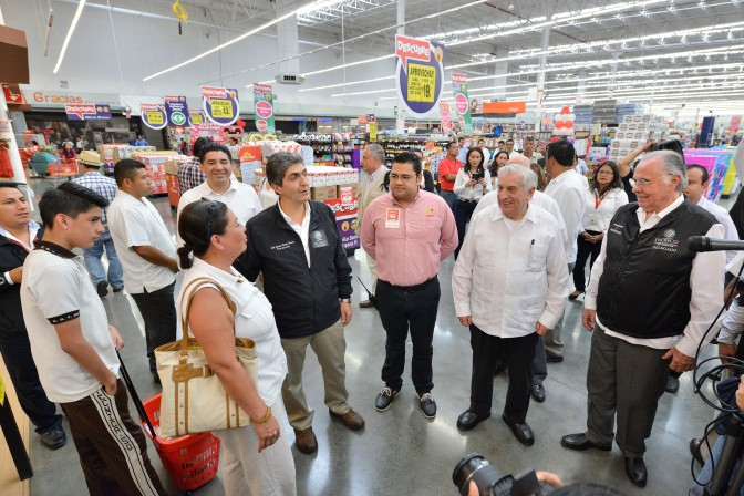 Comerciantes y gobierno de Tabasco apoyan economía familiar