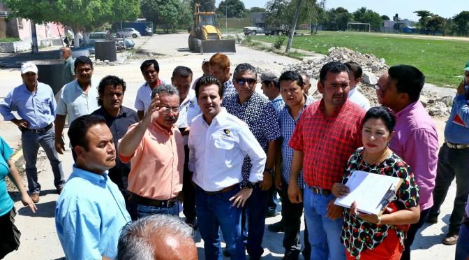 Avanza construcción de calles en Fraccionamiento Las Rosas de Centro