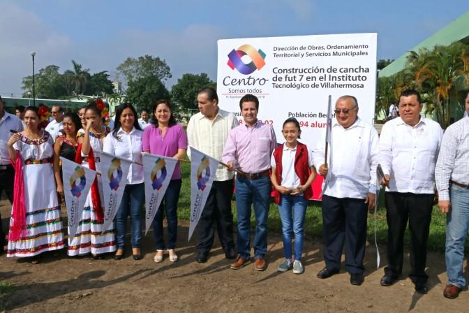 Construye Centro cancha de fútbol 7 para estudiantes del Tec de Villa