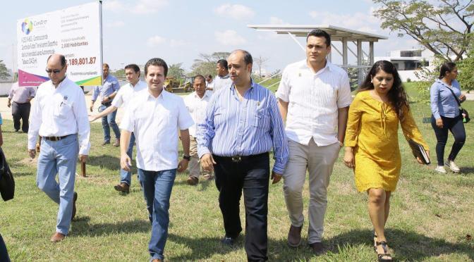 Atento Gaudiano a construcción de cancha de fut 7 en DACSyH de UJAT