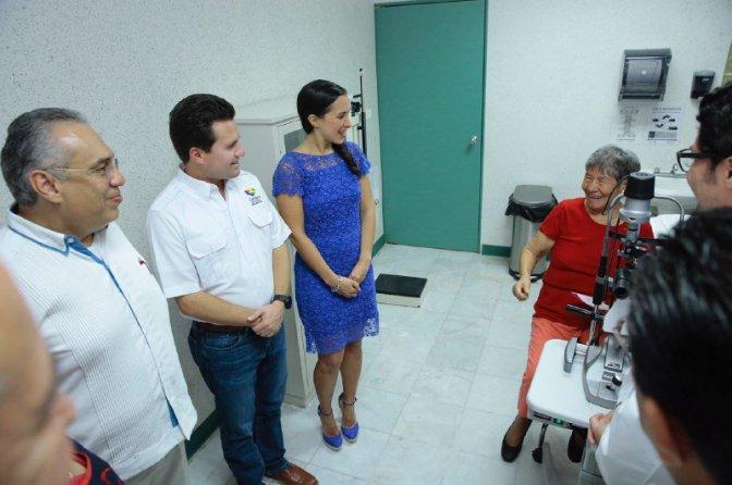 Miradas de Corazón comienza a sanar ojos de 250 personas en Centro