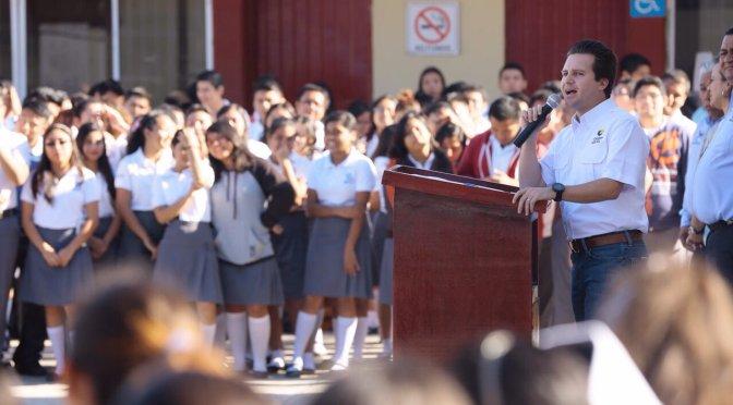 Fortalece Gaudiano valores cívicos en estudiantes del CETIS 70