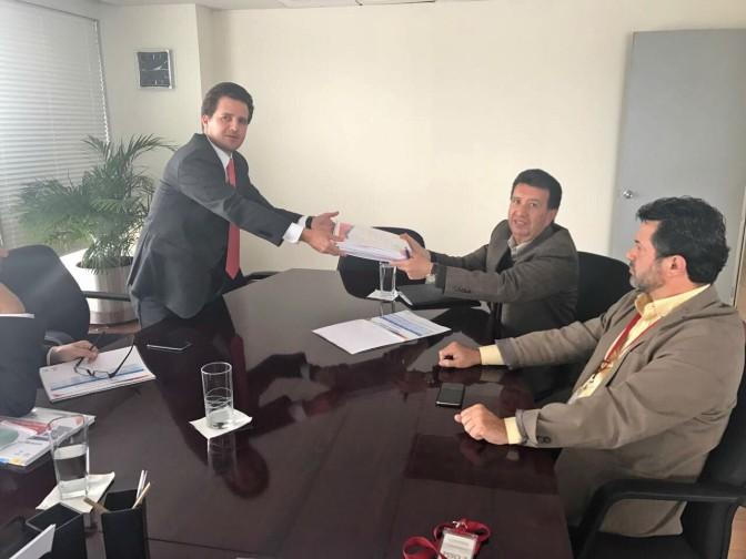 Entrega Gaudiano carpeta de proyectos en Conagua para mejora del SAS