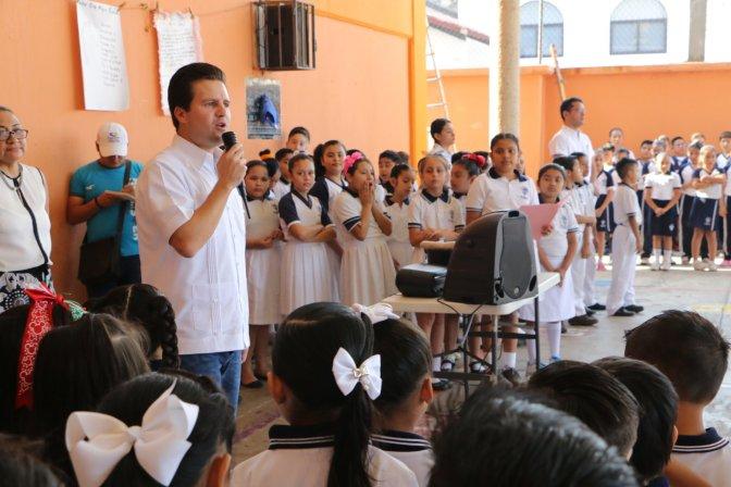 Fortalece Gaudiano cruzada a favor de valores cívicos en escuelas de Centro