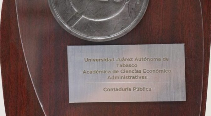 Reconocen calidad educativa de UJAT por licenciaturas reacreditadas en DACEA