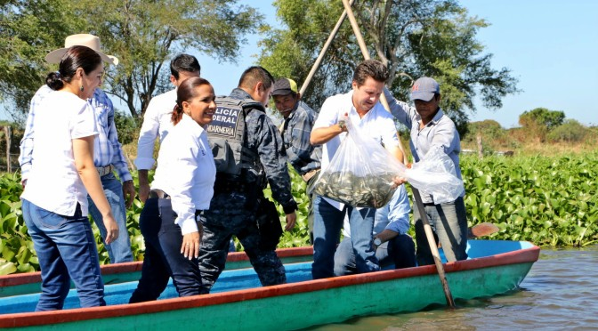Reactiva Centro economía pesquera de familias en Cruz del Bajío