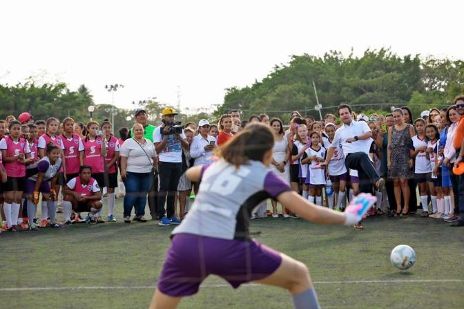 Arranca liga femenil de fútbol en Centro