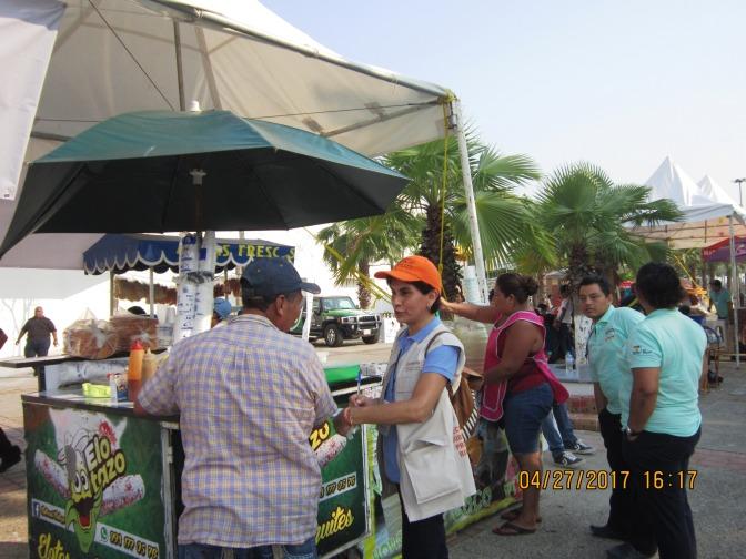Verifica Salud que establecimientos de la Feria expendan productos saludables