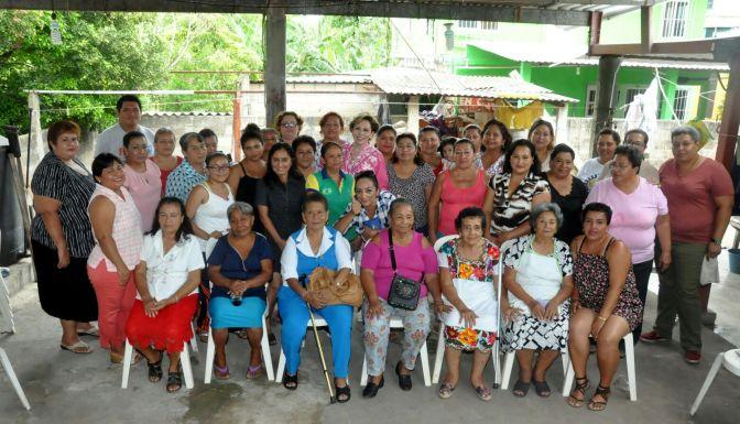 Respalda Ady García a mujeres de la Villa Playas del Rosario, en Centro