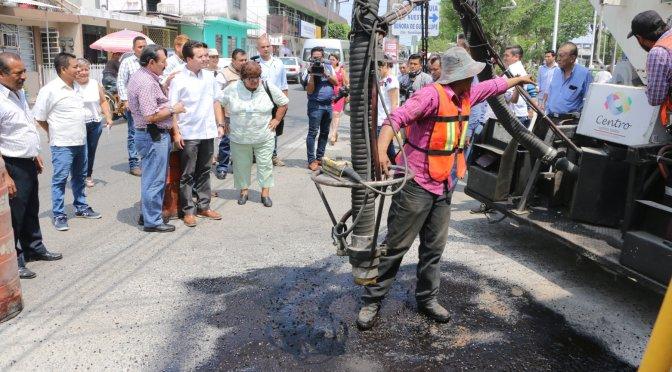 Arranca bacheo en 50 colonias de Centro