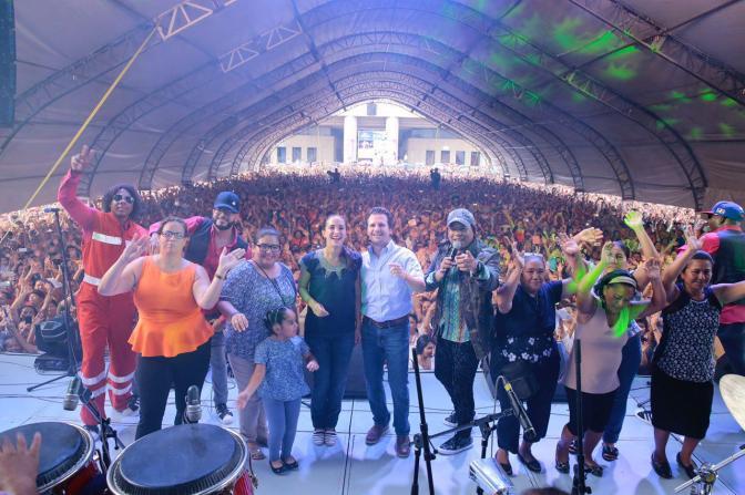 Miles de mamás festejan en Centro junto al matrimonio Gaudiano-Martel