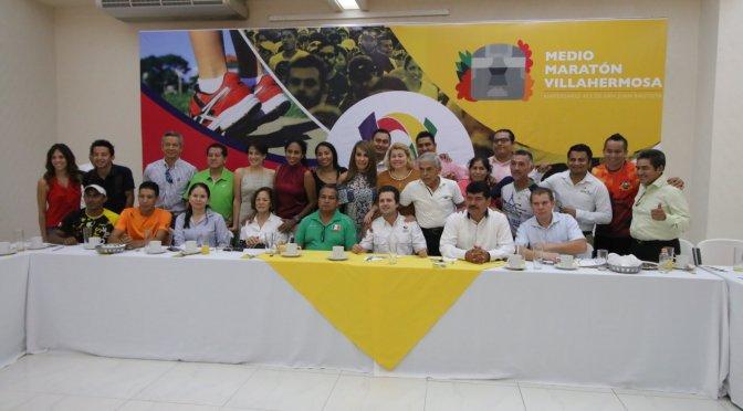 Agradecen clubes de corredores a Gaudiano realización de medio maratón en Centro