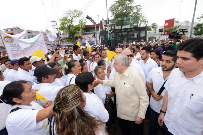 Trabajadores,  fundamentales para desarrollo de Tabasco: Arturo Núñez