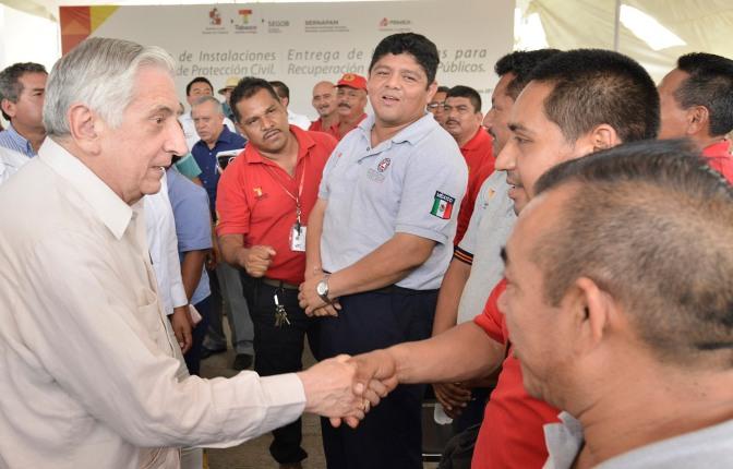 Fortalecen con equipo a Protección Civil y con luminarias a Centro y Nacajuca