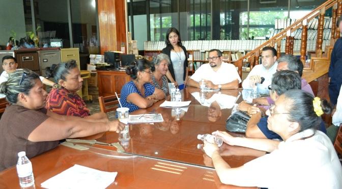 Atienden diputado César Rojas y Charles Mendez a ciudadanos del Ejido Pino Suárez