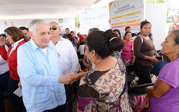 Con obras entregadas, beneficia gobernador a más de 32 mil macuspanenses