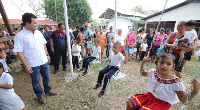 """Lleva Gaudiano juegos infantiles al Jardín de Niños """"Florecita"""" en Buena Vista 1ra"""