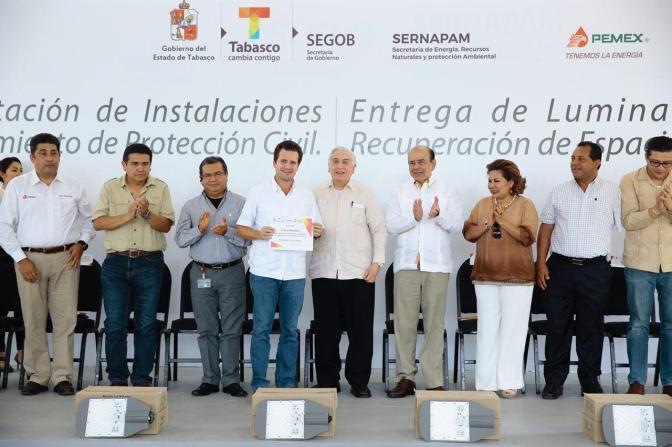 Luminarias donadas a Centro ayudarán a combatir inseguridad