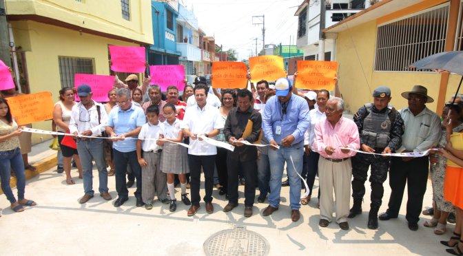 Disfrutan familias de Lomas de Ocuitzapotlán II de nueva calle  y drenaje renovado