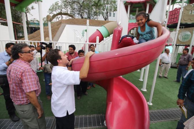 Inaugura Gaudiano área digna de juegos para niños en parque Tomás Garrido
